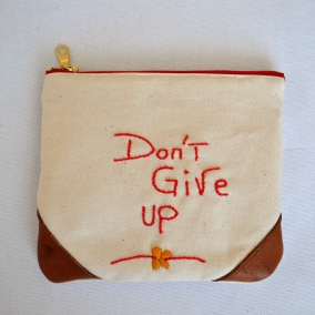 MOTIVATIONAL POUCH – 'DONT GIVE UP'