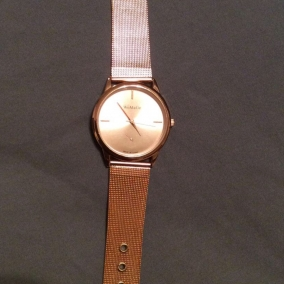 NEW ROSE GOLD WOMANS FASHION WATCH