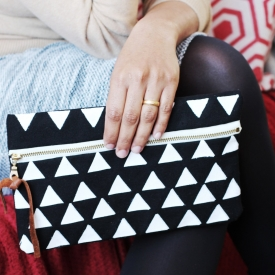 TRIANGLE BLACK & WHITE POUCH