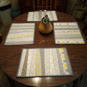 Quilted placemats set